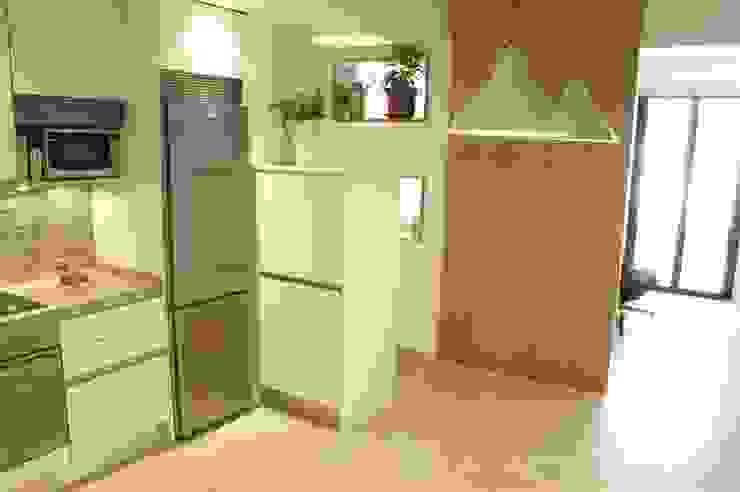 Vivienda pocos metros y bien distribuida Cocinas minimalistas de NAZAR Estudio Minimalista
