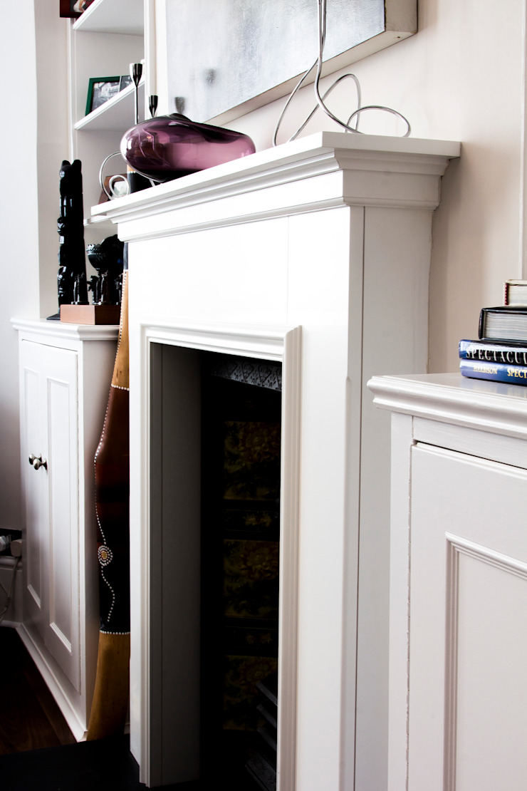 Fireplace in a living room Affleck Property Services Living roomFireplaces & accessories White