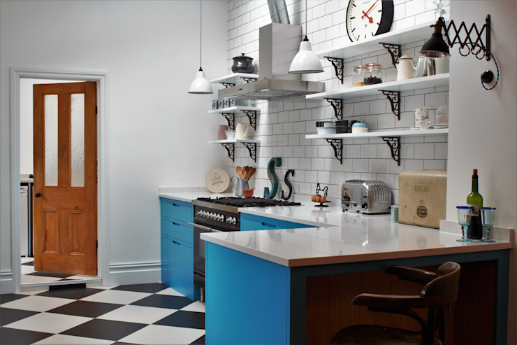 Industrial Kitchen With American Diner Feel Cocinas de estilo industrial de homify Industrial Madera maciza Multicolor