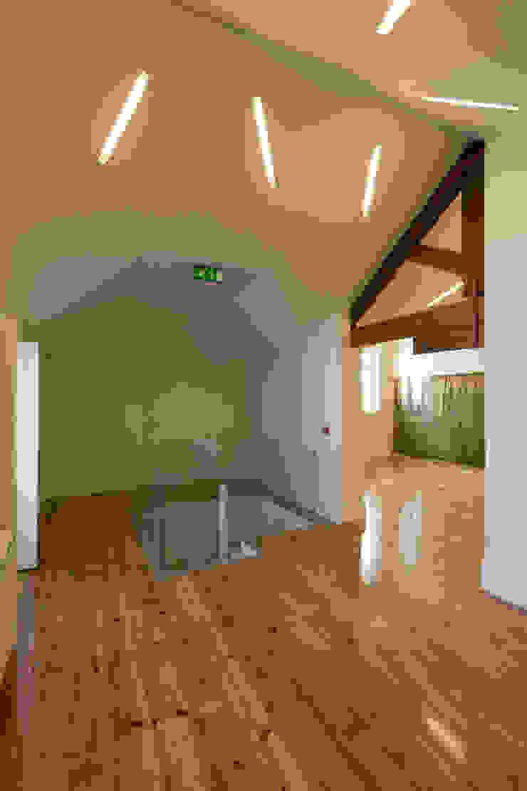 CPC-IS_8 por XYZ Arquitectos Associados Moderno