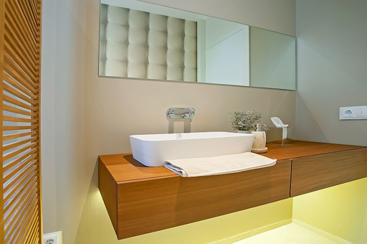 ABAD Y COTONER, S.L. Minimalist style bathroom