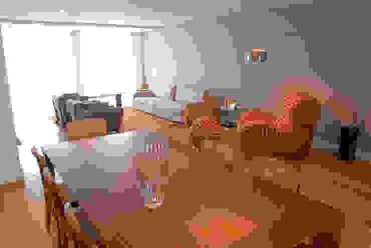 Minimalist living room by MONICA SPADA DURANTE ARQUITETURA Minimalist