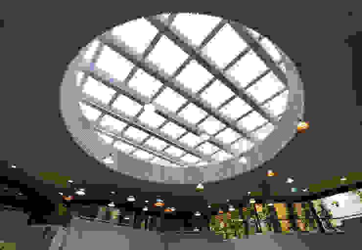 GL_1 Espaços comerciais modernos por XYZ Arquitectos Associados Moderno