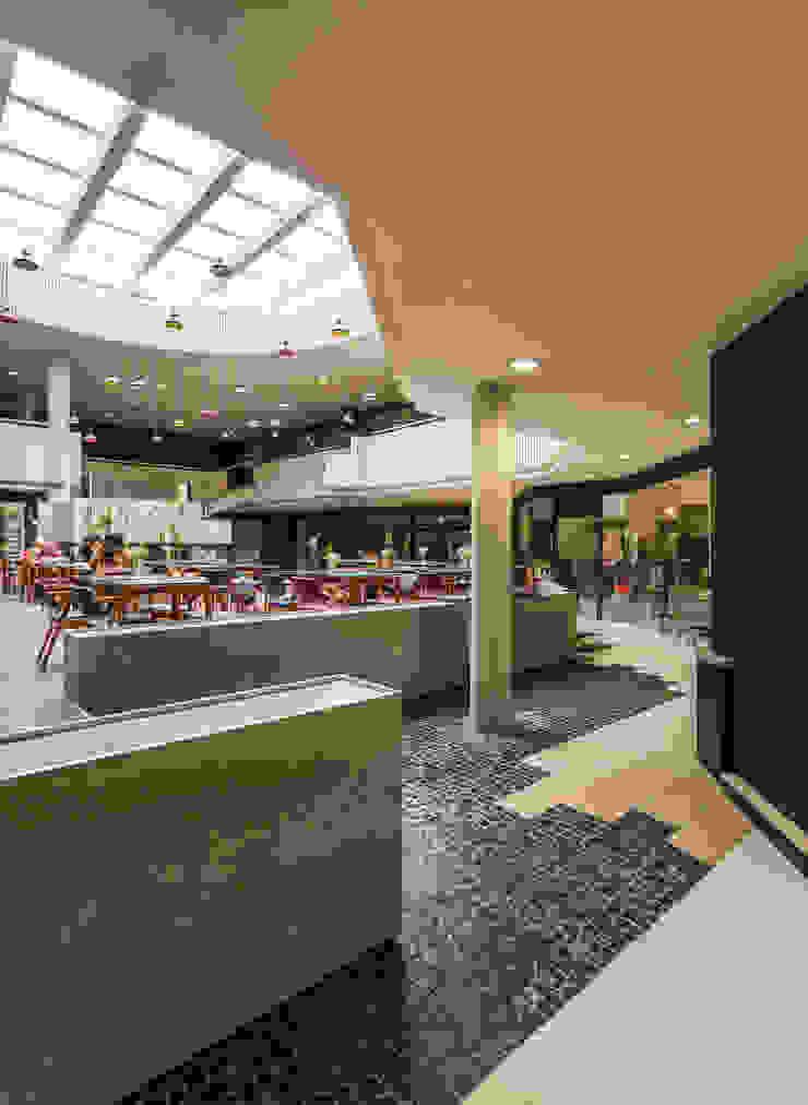 GL_11 Centros Comerciais modernos por XYZ Arquitectos Associados Moderno