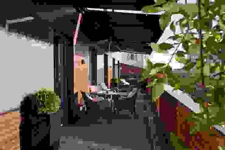 Частные апартаменты 2. Балконы и веранды в эклектичном стиле от А3 ARCHITECTURAL BUREAU Эклектичный