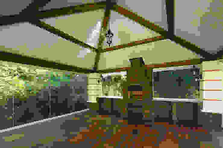 Беседка на приусадебном участке Балкон и терраса в классическом стиле от Бюро9 - Екатерина Ялалтынова Классический Дерево Эффект древесины