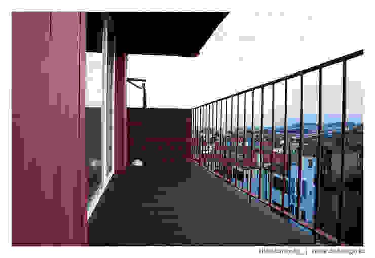 Casa do Pinheiro Varandas, marquises e terraços modernos por BAAU - Bernardo Amaral Arquitectura+Urbanismo Moderno