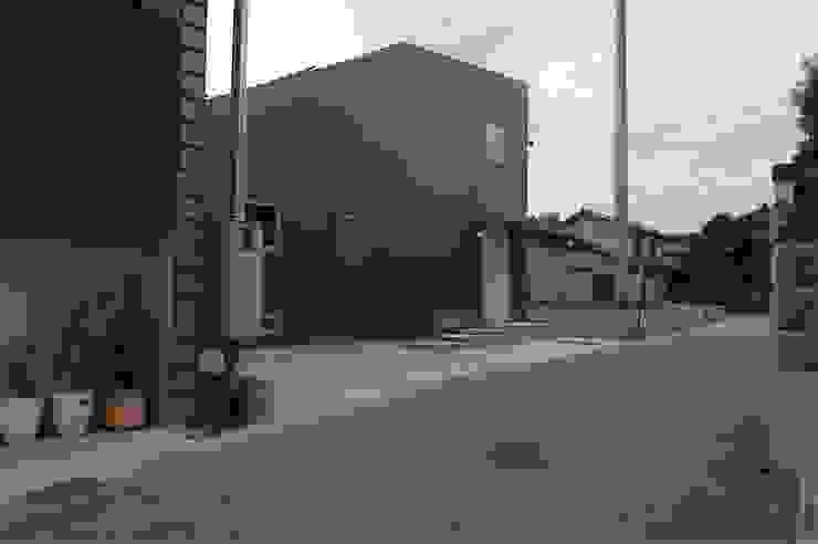 house A _Ultimate efficiency モダンな 家 の 吉村寿博建築設計事務所 モダン