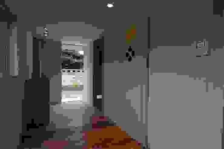 house A _Ultimate efficiency モダンスタイルの 玄関&廊下&階段 の 吉村寿博建築設計事務所 モダン