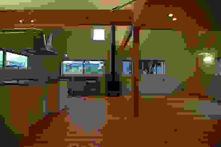 house A _Ultimate efficiency モダンデザインの 多目的室 の 吉村寿博建築設計事務所 モダン
