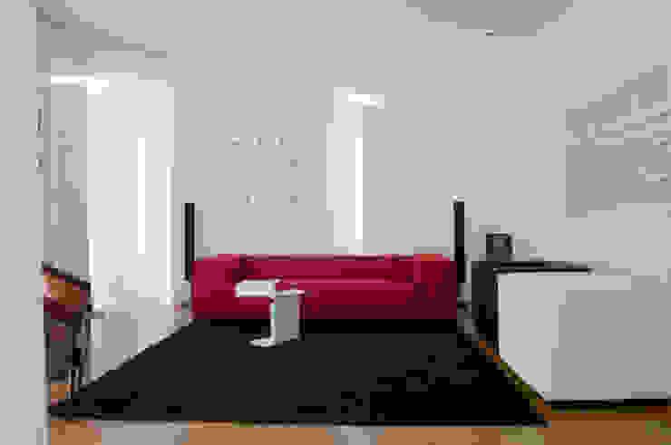 Casa JCSP_2 Salas de estar modernas por XYZ Arquitectos Associados Moderno