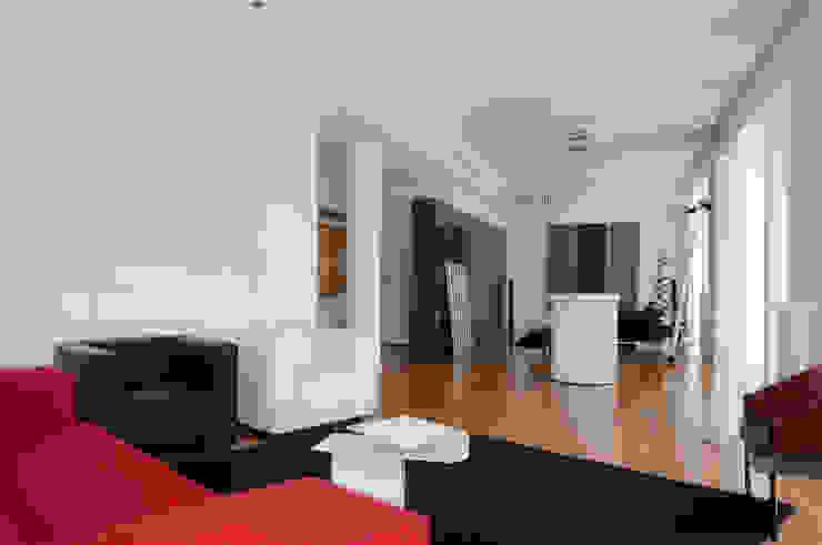 Casa JCSP_8 Salas de estar modernas por XYZ Arquitectos Associados Moderno