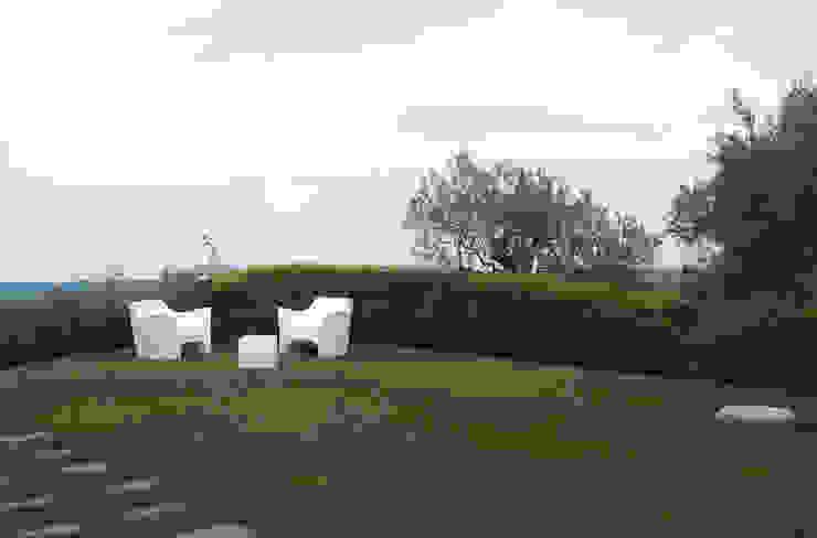 Jardines de estilo mediterráneo de SPAZIO AV ARCHITETTURA VERDE AMBIENTE ARTE Mediterráneo