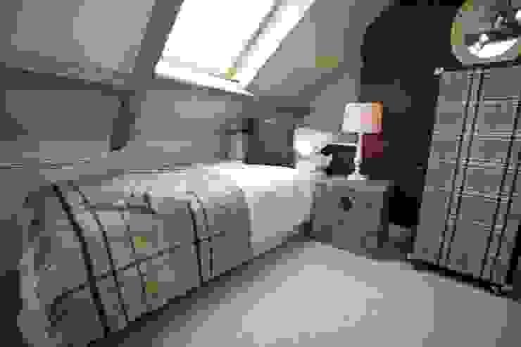 Spyglass 1708 Wiejska sypialnia od Rachel McLane Ltd Wiejski