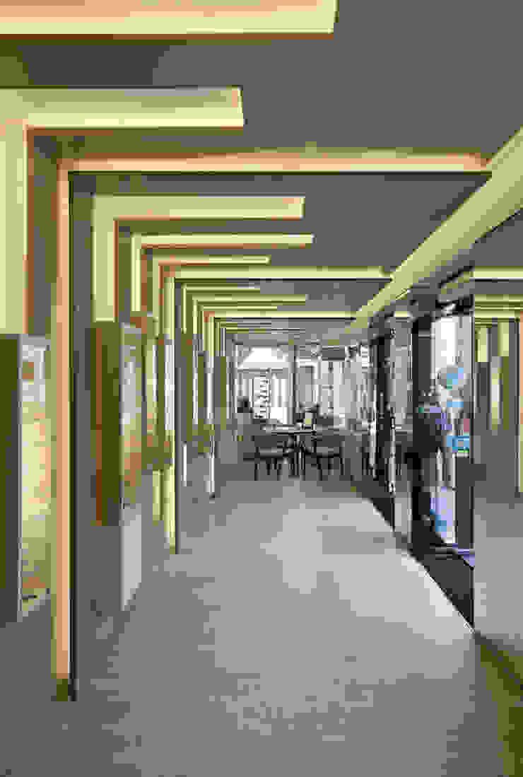 OO_2 Lojas e Espaços comerciais modernos por XYZ Arquitectos Associados Moderno