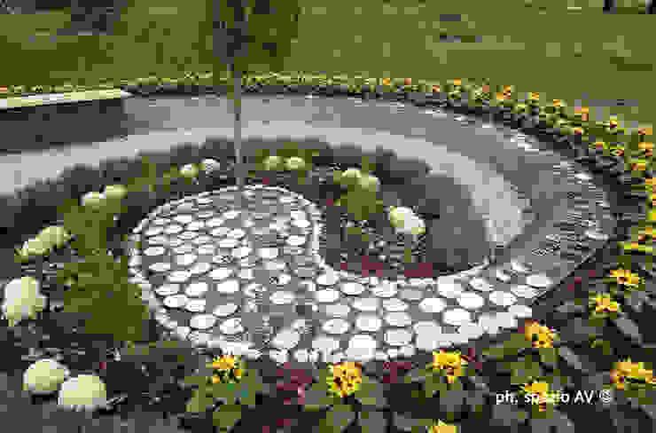 Garden by SPAZIO AV ARCHITETTURA VERDE AMBIENTE ARTE, Country