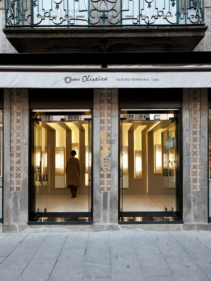 OO_1 Lojas e Espaços comerciais modernos por XYZ Arquitectos Associados Moderno