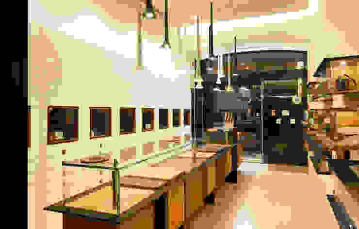 Óptica do Bolhão_3 Lojas e Espaços comerciais modernos por XYZ Arquitectos Associados Moderno