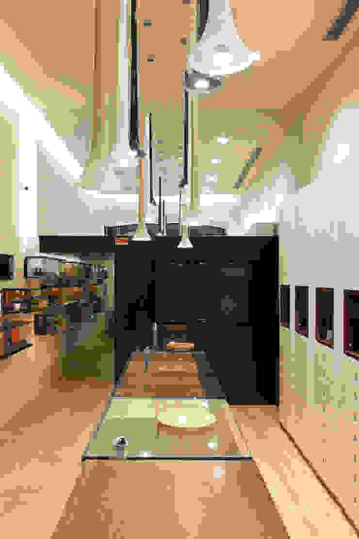 Óptica do Bolhão_7 Lojas e Espaços comerciais modernos por XYZ Arquitectos Associados Moderno