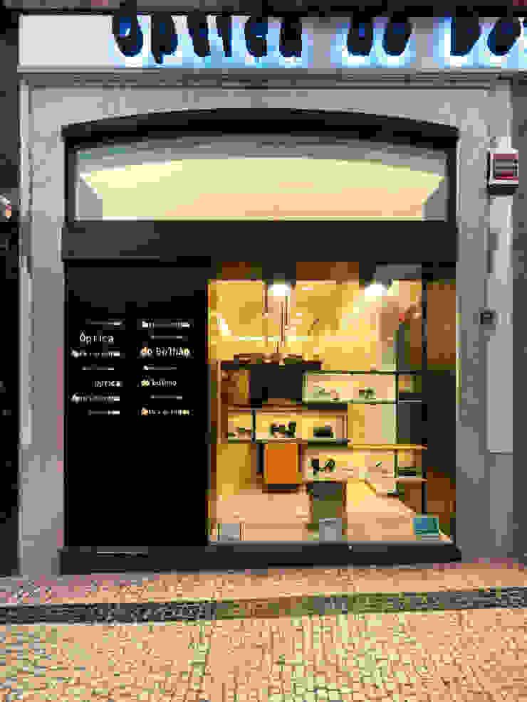 Óptica do Bolhão_15 Lojas e Espaços comerciais modernos por XYZ Arquitectos Associados Moderno
