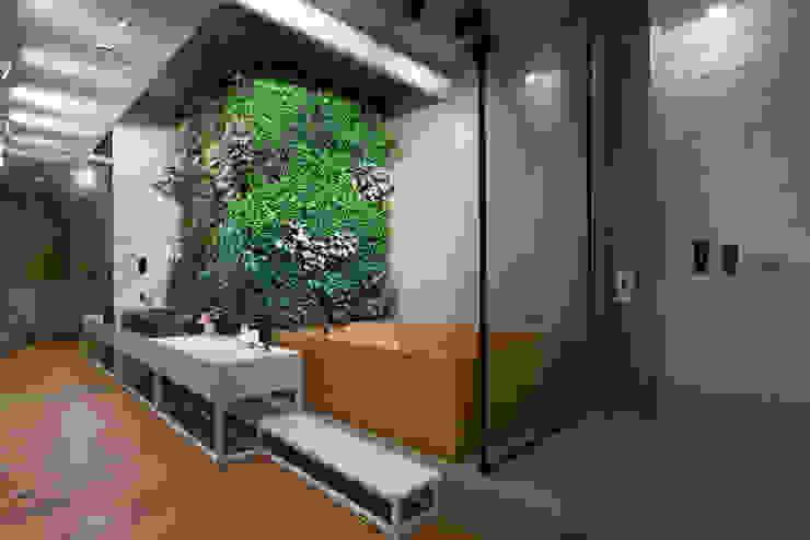 NPL. Penthouse Banheiros industriais por Olga Akulova DESIGN Industrial