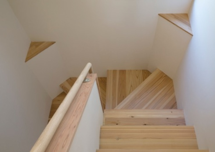 SUM邸 モダンスタイルの 玄関&廊下&階段 の 株式会社エン工房 モダン