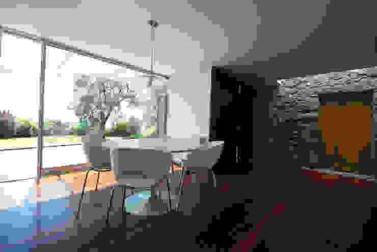 casa em ponte de lima Salas de jantar rústicas por armazenar ideias arquitectos Rústico