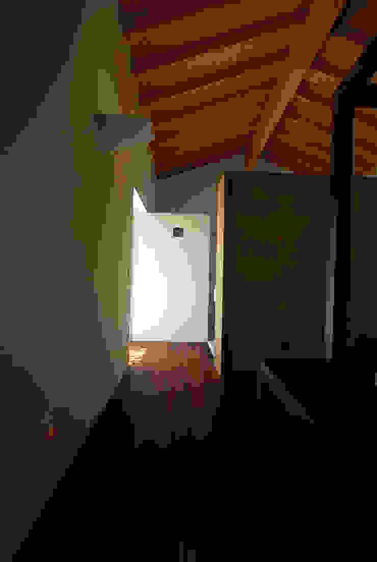 casa em ponte de lima Corredores, halls e escadas rústicos por armazenar ideias arquitectos Rústico