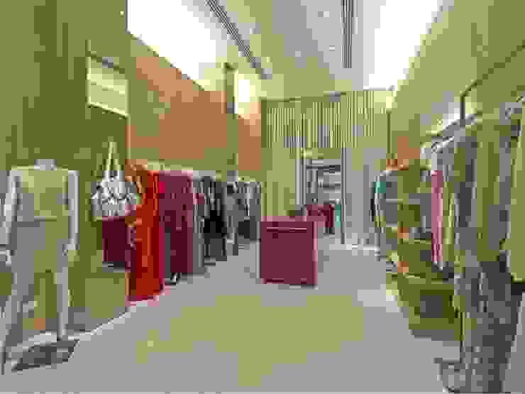 LOJA CECILIA PRADO – SHOPPING JK Lojas & Imóveis comerciais minimalistas por AMAC CONSTRUTORA Minimalista