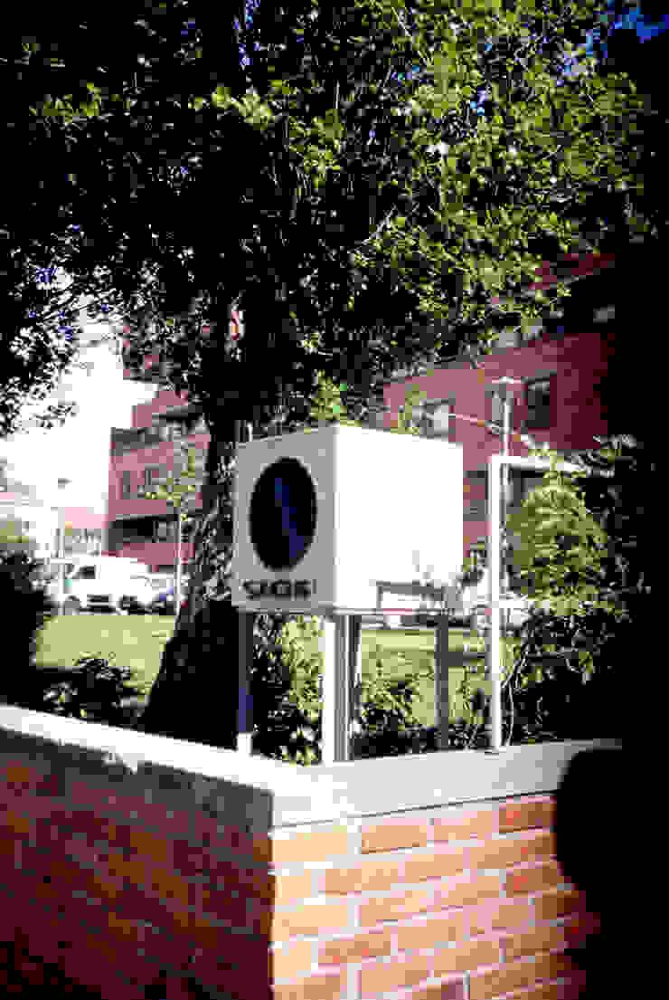 Entrada Casas modernas por MANUEL CORREIA FERNANDES, ARQUITECTO E ASSOCIADOS Moderno Tijolo