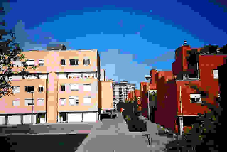 Exterior Casas modernas por MANUEL CORREIA FERNANDES, ARQUITECTO E ASSOCIADOS Moderno Tijolo