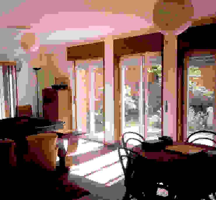 Sala Salas de estar modernas por MANUEL CORREIA FERNANDES, ARQUITECTO E ASSOCIADOS Moderno