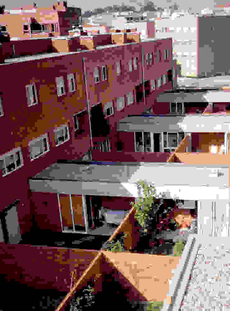 Jardim Varandas, marquises e terraços modernos por MANUEL CORREIA FERNANDES, ARQUITECTO E ASSOCIADOS Moderno