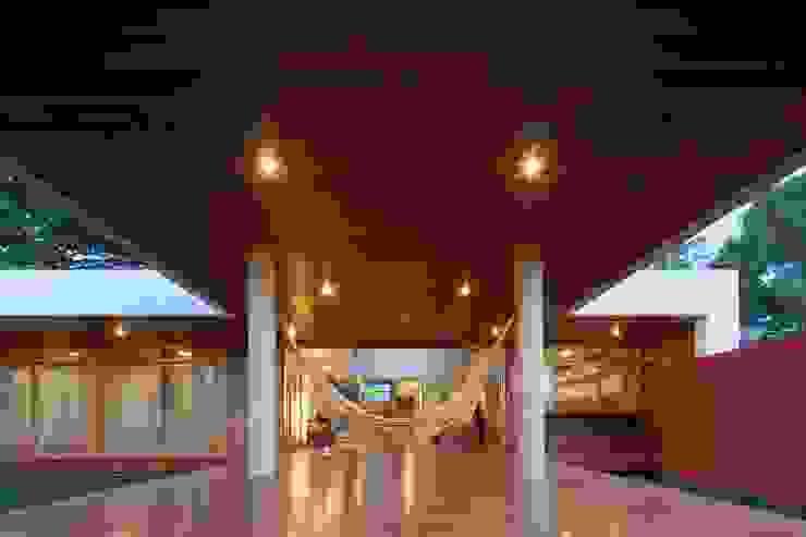 Balcones y terrazas de estilo moderno de MGS - Macedo, Gomes & Sobreira Moderno