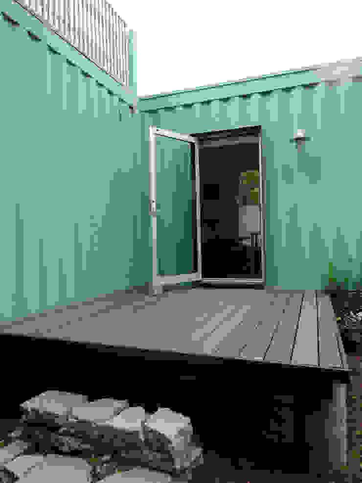 Back studio deck Balcones y terrazas de estilo moderno de Ecosa Institute Moderno