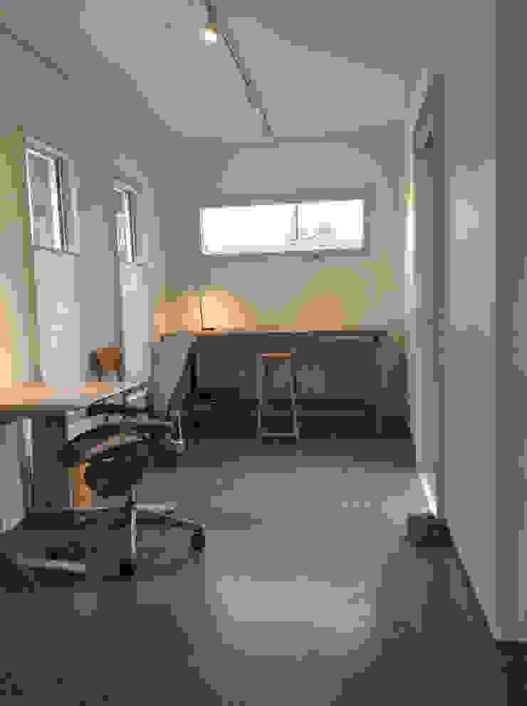 Rear studio Oficinas de estilo moderno de Ecosa Institute Moderno