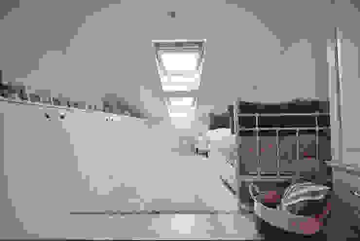 Habitación infantil Dormitorios infantiles de estilo escandinavo de MIDO DECORACIÓN Escandinavo