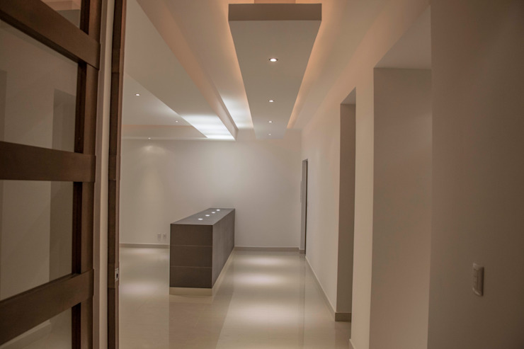 Vestibulo principal Pasillos, vestíbulos y escaleras modernos de RTZ-Arquitectos Moderno
