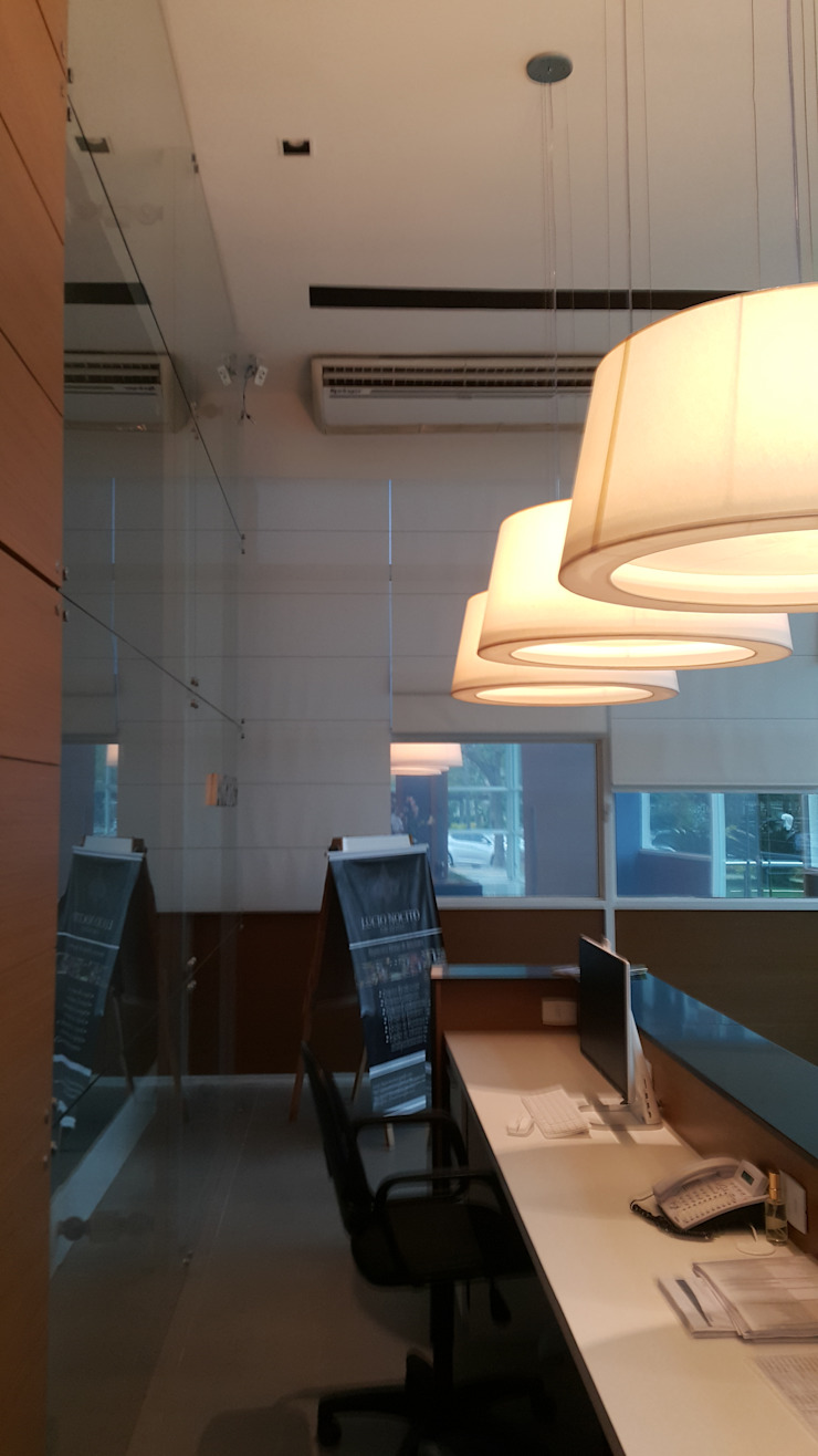Projeto corporativo sóbrio e elegante por Lucio Nocito Arquitetura Escritórios minimalistas por Lucio Nocito Arquitetura e Design de Interiores Minimalista