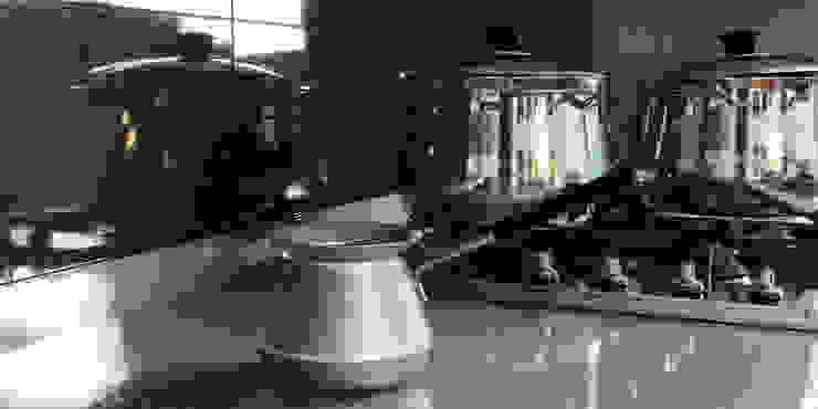 The White Kitchen Кухня в средиземноморском стиле от Stanislav Booth Средиземноморский