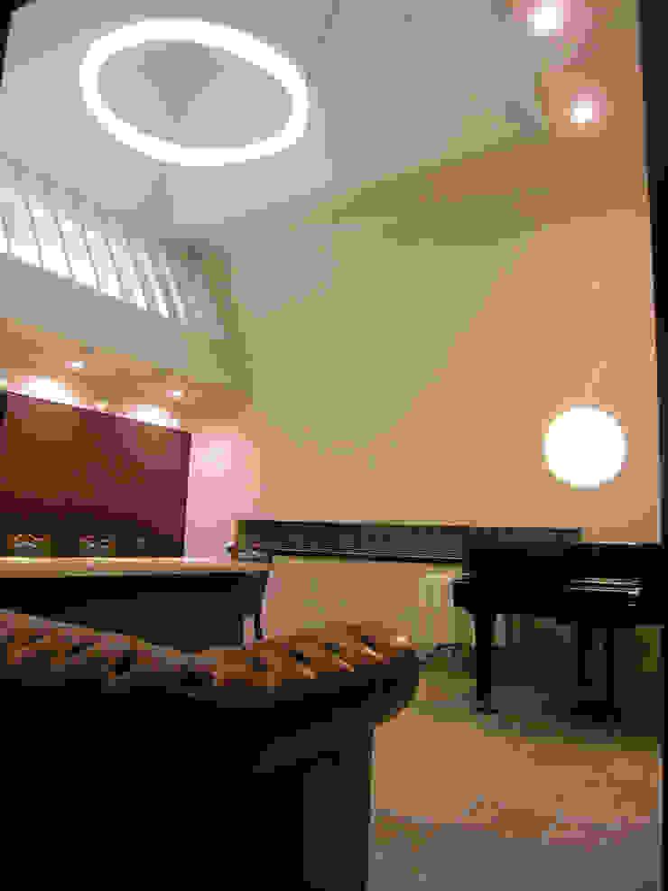 小樽のゲストハウス モダンデザインの リビング の アウラ建築設計事務所 モダン