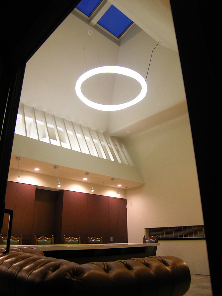 小樽のゲストハウス モダンデザインの ダイニング の アウラ建築設計事務所 モダン