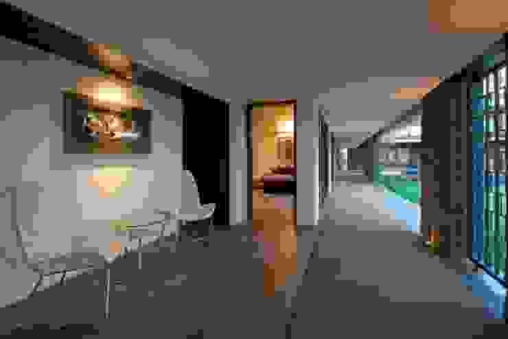 PA Villa Modern corridor, hallway & stairs by Atelier Design N Domain Modern