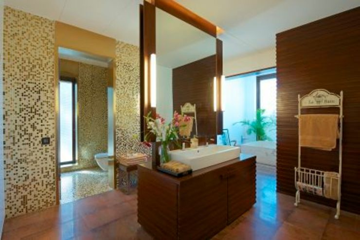 PA Villa Modern bathroom by Atelier Design N Domain Modern