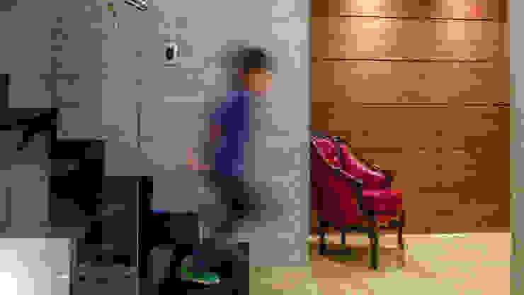 Modern Corridor, Hallway and Staircase by VODO Arquitectos Modern