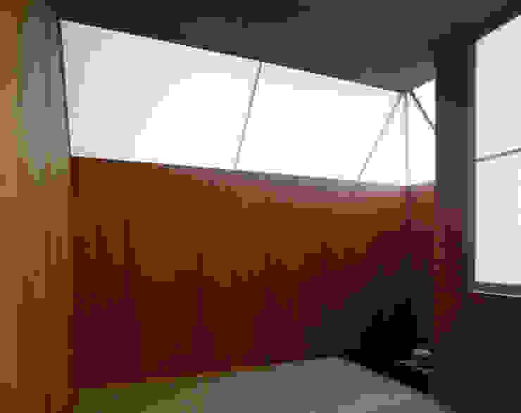 隠れ家リトリート 和風デザインの 多目的室 の 大塚聡アトリエ・一級建築士事務所 和風