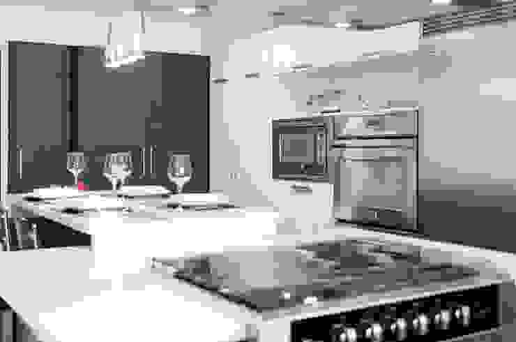 Remodelación de cocina Cocinas de estilo clásico de Belhogar Diseños, C.A. Clásico