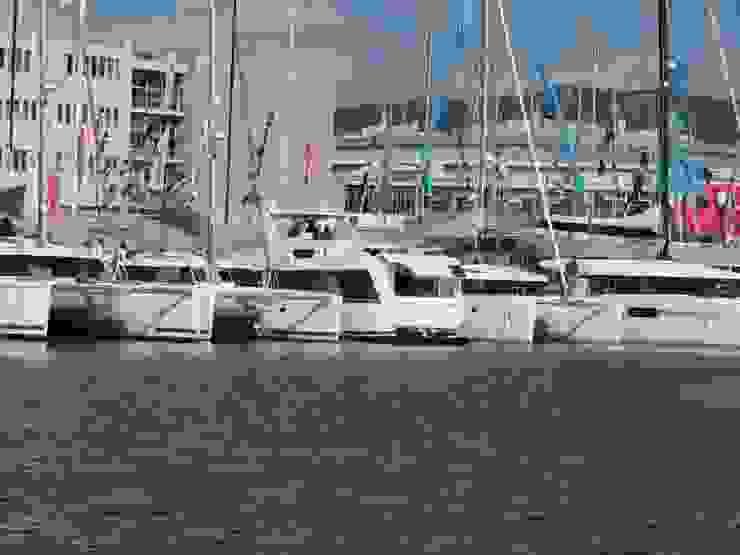 Overblue 44 Yacht & Jet in stile moderno di Studio Foschi & Nolletti Moderno