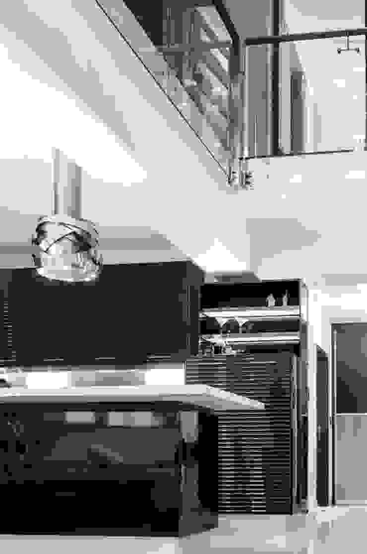 Remodelación de apartamento Belhogar Diseños, C.A. Cocinas de estilo clásico