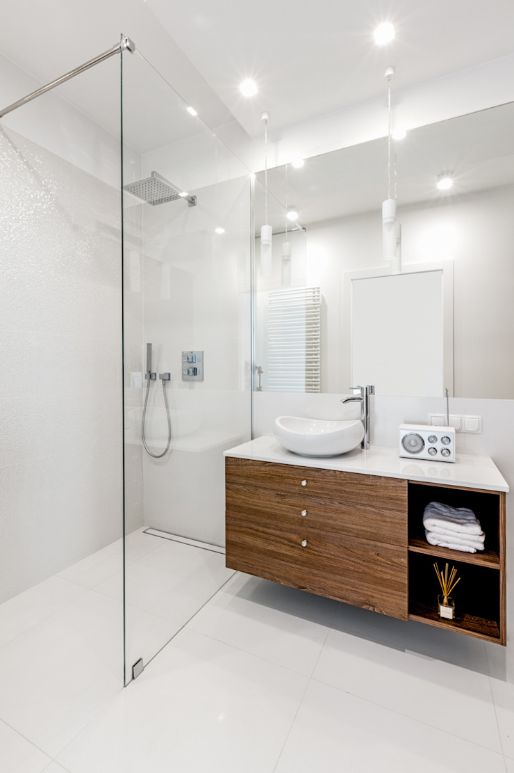 Ayuko Studio Minimalist bathroom Wood White